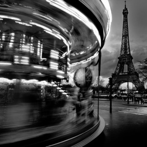 eiffel-spinning-carousel-black-and-white