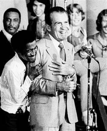 richard-nixon-sammy-davis-jr-1